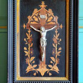 Crucifix et Marqueterie